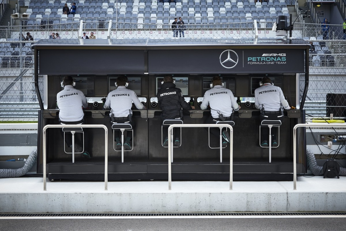 Autosport International 2017 >> Behind the scenes with Mercedes F1 - the pit wall - Race Tech Magazine